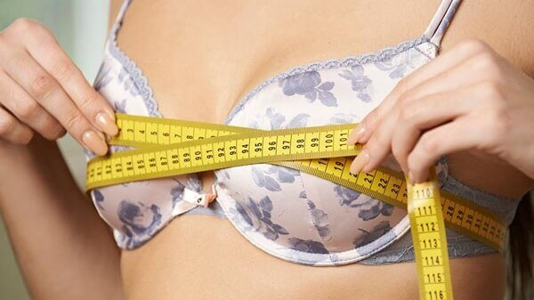 A woman in a perfect brassiere size, illustrating how to determine your bra size